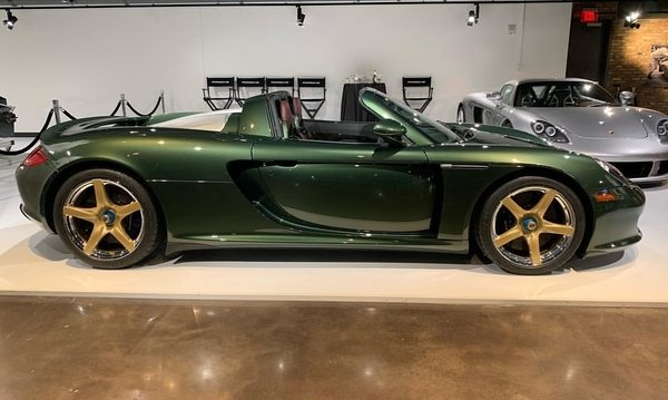 Oak-green-metallic-porsche-carrera-gt-6