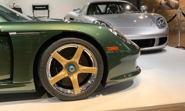 Oak-green-metallic-porsche-carrera-gt-4
